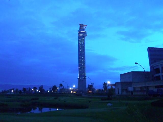 クロスランドタワー (夕方)