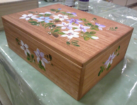トールペイントの桐の箱