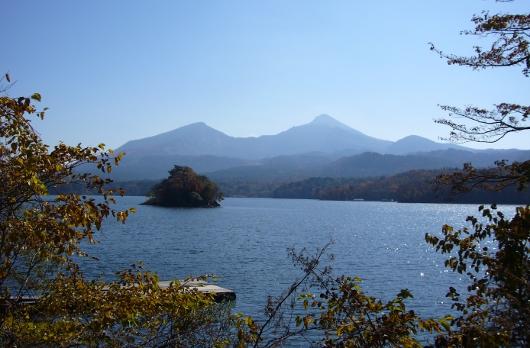 桧原湖から望む裏磐梯