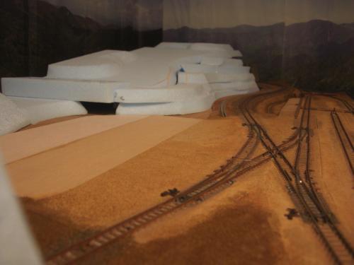Nゲージレイアウト作製記 山造成 スタイロ 4
