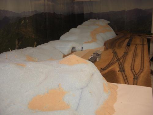 Nゲージレイアウト作製記 山造成 スタイロ 2