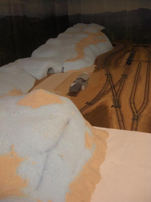 Nゲージレイアウト作製記 山造成 スタイロ 1