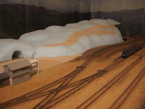 Nゲージレイアウト作製記 山造成 スタイロ 6