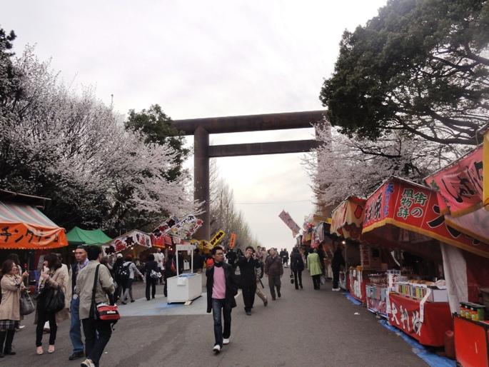 靖国 桜祭り 屋台