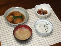 1/20 夕食 蓮根ひろうすの煮物、中華サラミとシメジの醤油マヨ炒め、もやしの味噌汁、シラスわかめご飯