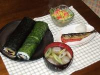 2/3 夕食 恵方巻、いわし明太焼き、水菜のサラダ、いわしのつみれ汁