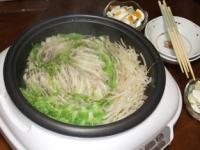 2/9 夕食 白菜と豚肉の鍋、ゆで卵入りポテトサラダ