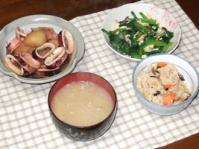 2/12 夕食 イカじゃが、小松菜とシメジの卵炒め、もやしの味噌汁