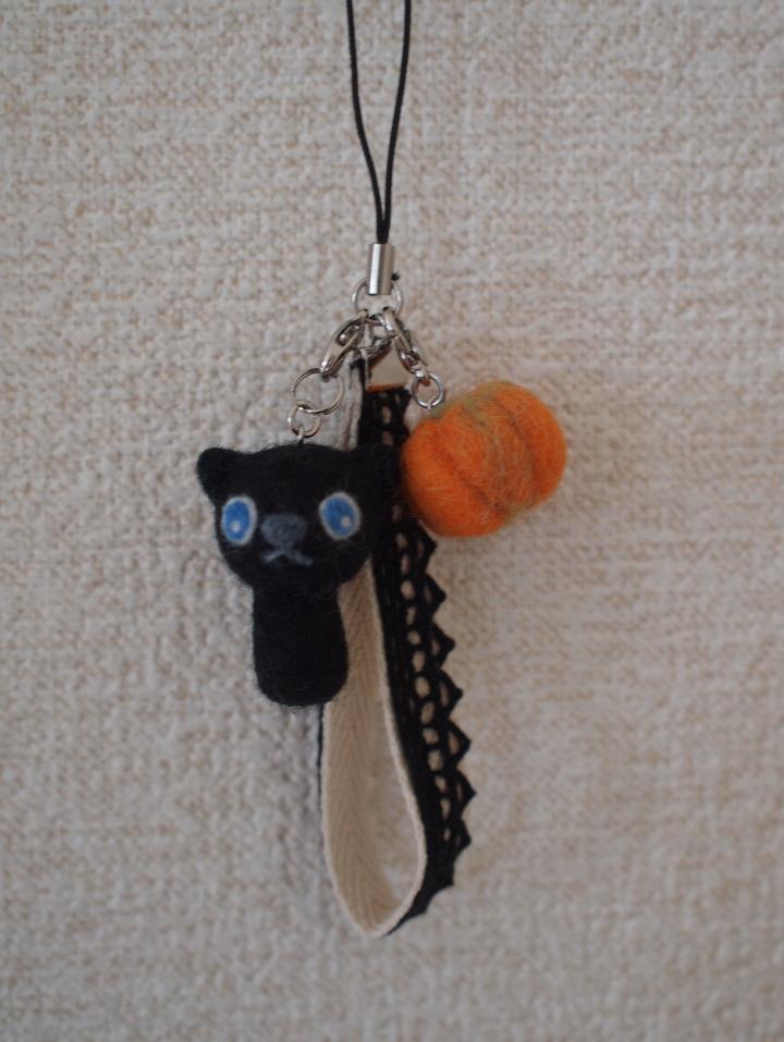 黒猫ストラップB