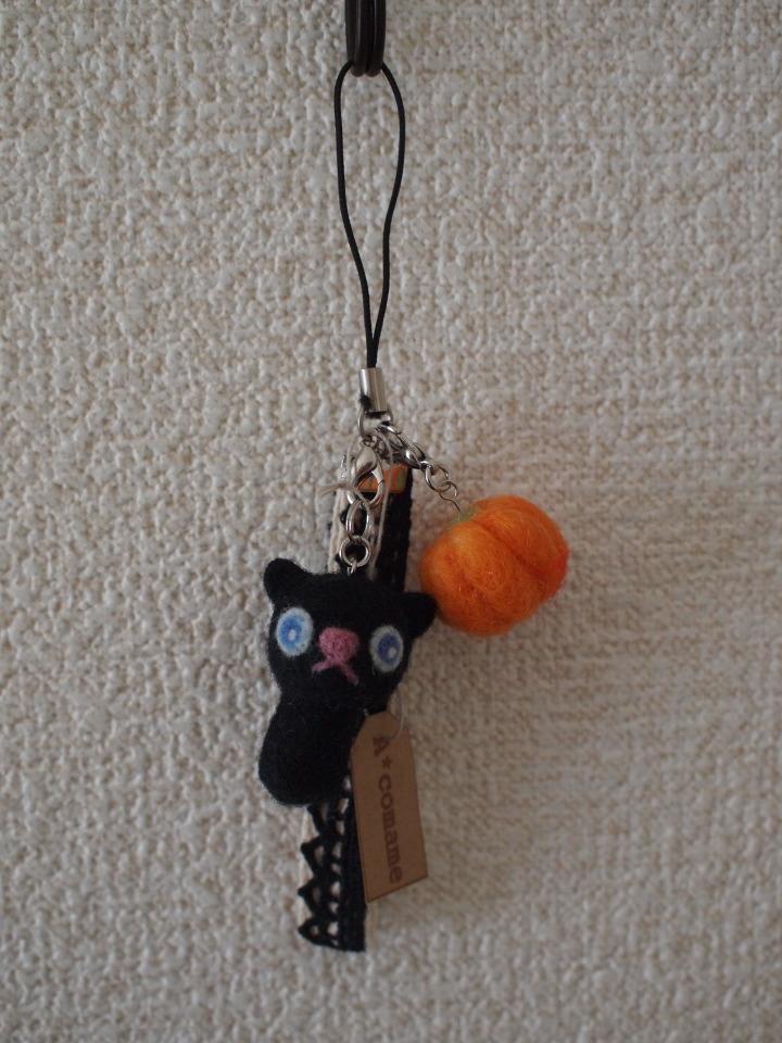 黒猫カボチャストラップP
