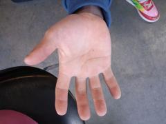 若尾龍隆の手
