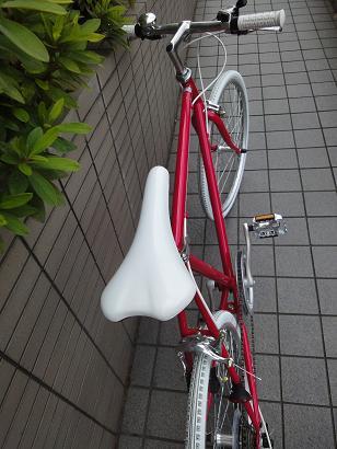 ピンク クロスバイク。