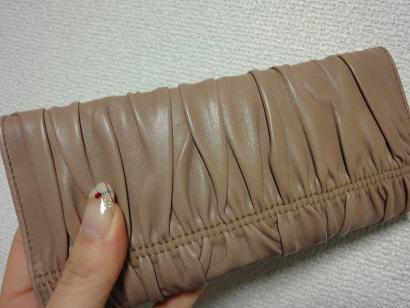 プラダ財布裏