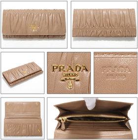 プラダ財布中身