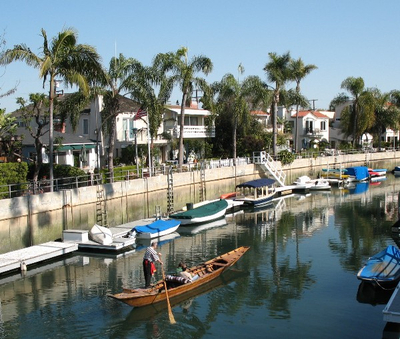 Naples_Island_gondolier_in_Long_Beach_CA[1]