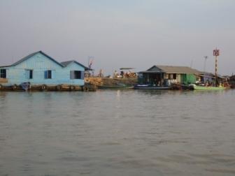 トンレサップ湖の水上家屋