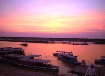 トンレサップ湖岸からの夕陽2