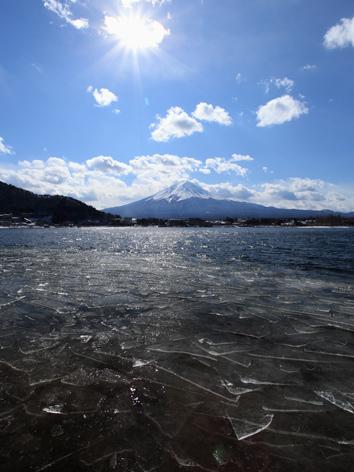 河口湖の破氷と富士と太陽