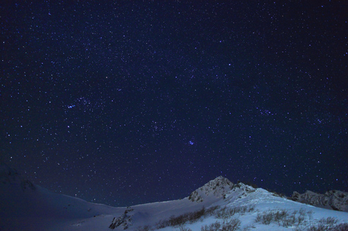 星座と白銀の峰