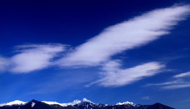 飛行機形の雲と八ヶ岳