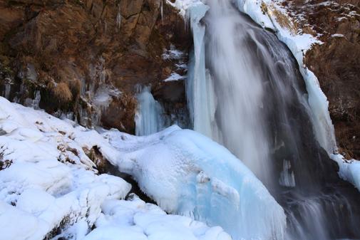 凍てつく滝