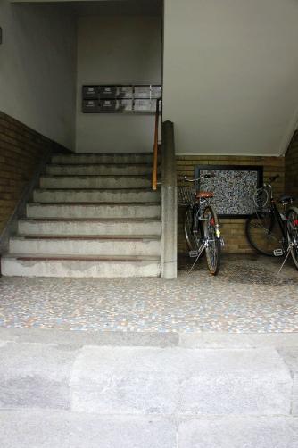 清洲寮・1階階段入り口