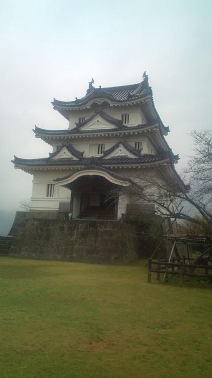雨天の宇和島城
