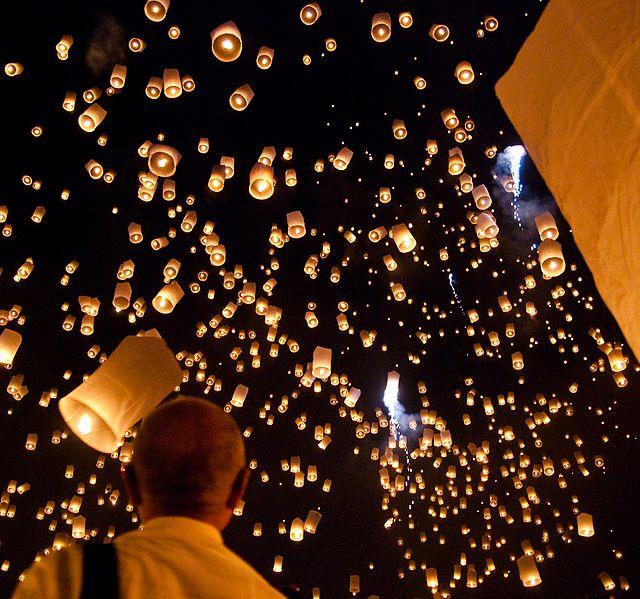 640px-Yi_peng_sky_lantern_festival_San_Sai_Thailand.jpg