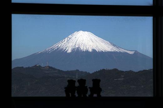 富士とくまと窓枠・横
