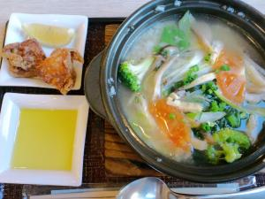 2011・01・18温野菜と雑穀米の雑炊+唐揚げ