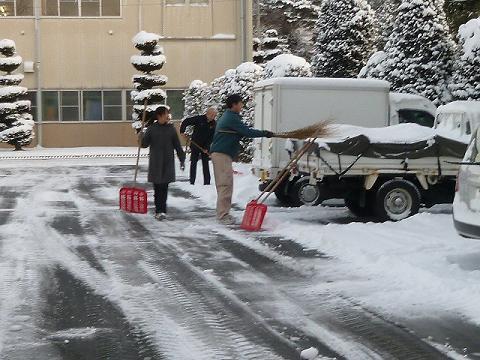 雪かき(12-1-24)1