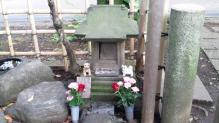 ハチの碑2