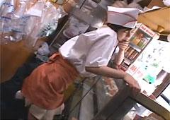 【エロ動画】お弁当屋さんで働くお姉さんを痴漢して羞恥接客!