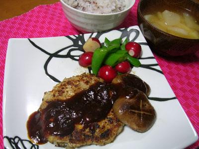 100308豆腐バーグ、スナップえんどうとラディッシュ、雑穀ご飯、大根とじゃがいもの味噌汁