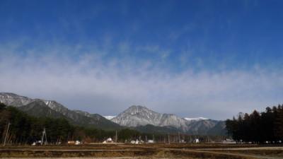 白い山、青い空