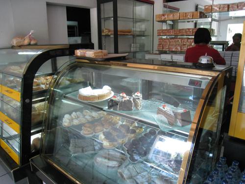 サヌールのおいしいパンやさん02