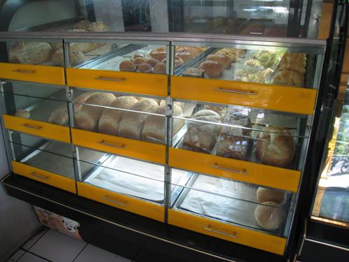 サヌールのおいしいパンやさん04