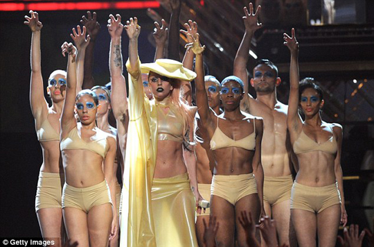 165lady-gaga-grammys-performance
