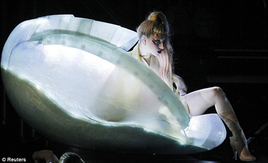 165lady-gaga-grammys-performance3