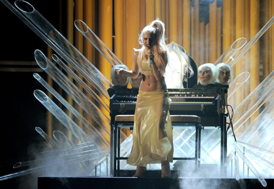 165lady-gaga-grammys-performance9