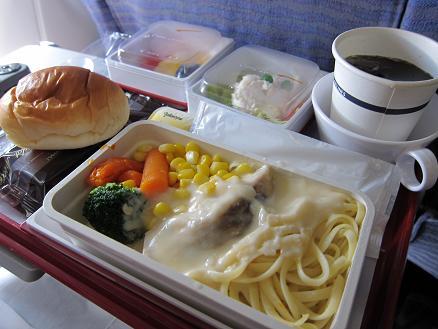 CI「機内食魚のクリームパスタ 20.AUG.10」.JPG