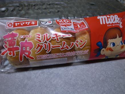 ヤマザキ「不二家 薄皮ミルキークリームパン」.JPG