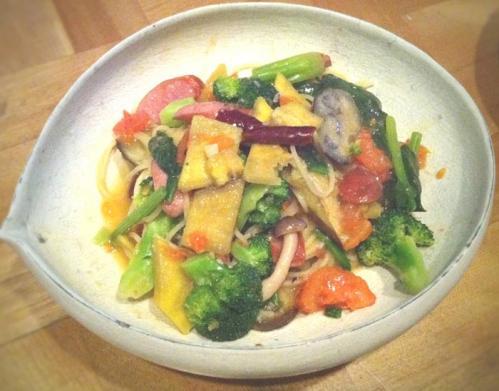 野菜たっぷり具たくさんパスタ