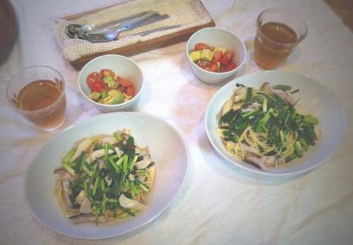 塩漬け豚肉とエリンギと青ネギのペペロンチーニ