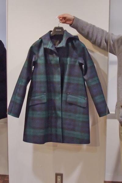 マッキントッシュのチェック柄のウールのゴム引きコート