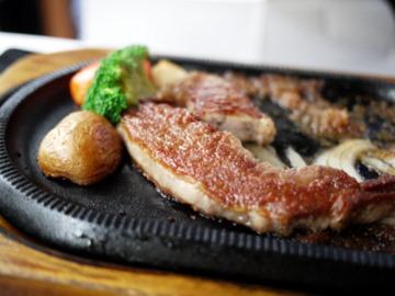 桜 特選牛ロースステーキ。