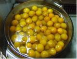 キンカン甘露煮果糖と天然塩を加える