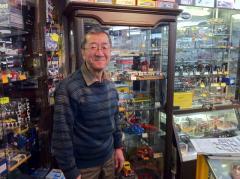 ル・マンで毎年フランスへ行くというおやっさん。ルマン関係のジオラマ素材、写真集等では日本一!通販やってます。