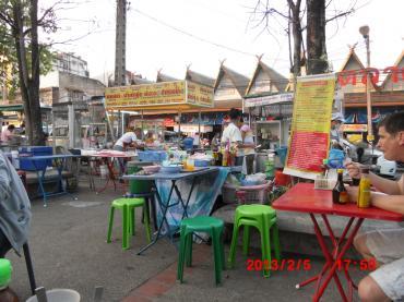 チェンマイ門市場