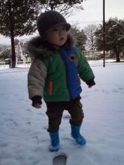 雪の上を歩く